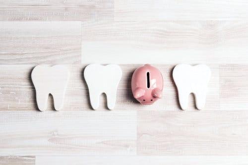 Zahnzusatzversicherung Symbol mit Sparschwein